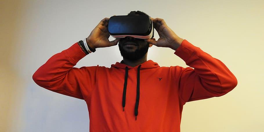 Man Virtual Reality Samsung Gear